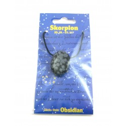 Linsenstein gebohrt mit Band auf Astro-Karte  Skorpion/Obsidian