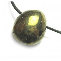 Trommelstein gebohrt Chalcopyrit