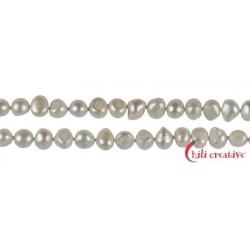 Strang Freeform flach/rundlich Süßwasser-Perle AB weiß-creme 8-10 mm ca. 160cm