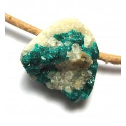 Dioptas Kristall auf Matrix gebohrt 1,5-2 cm