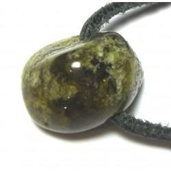 Trommelstein gebohrt Granat Grossular