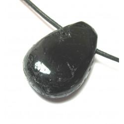 Trommelstein gebohrt Turmalin schwarz (stabilisiert)